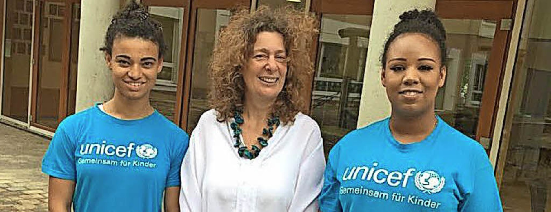 Ester Isak (links) und Stella Langen v... haben Sonja Benz-Peiszan interviewt.   | Foto: Unicef