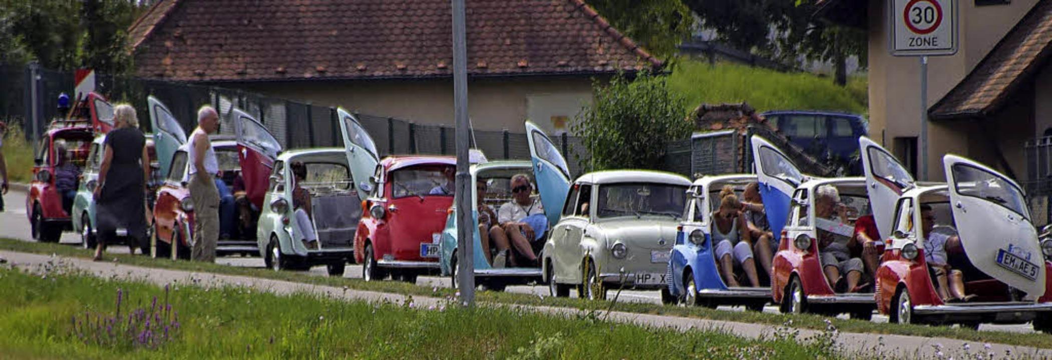 Verschnaufpause in den Isettas, dazwis...l, in den 50er-Jahren ein Konkurrent.   | Foto: hbl