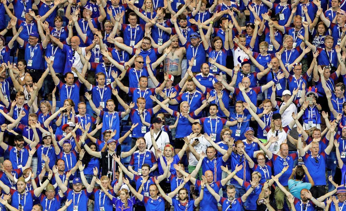 Die Nationalmannschaft der Männer hat ...als bei einem Frauenspiel ausverkauft.  | Foto: dpa/Archiv