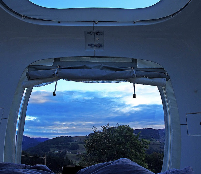 Blick aus dem Schlafwürfel bei Sonnenaufgang.  | Foto: Fotos: Burkhardt