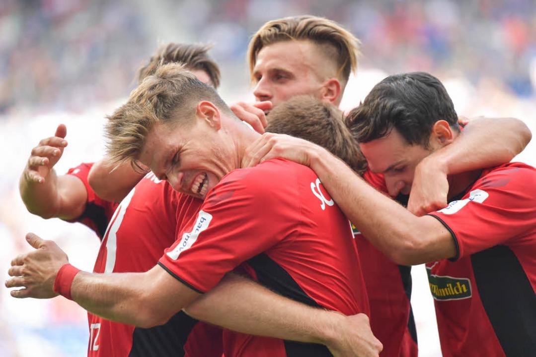Der Freiburger Jubel nach dem 1:0.  | Foto: dpa