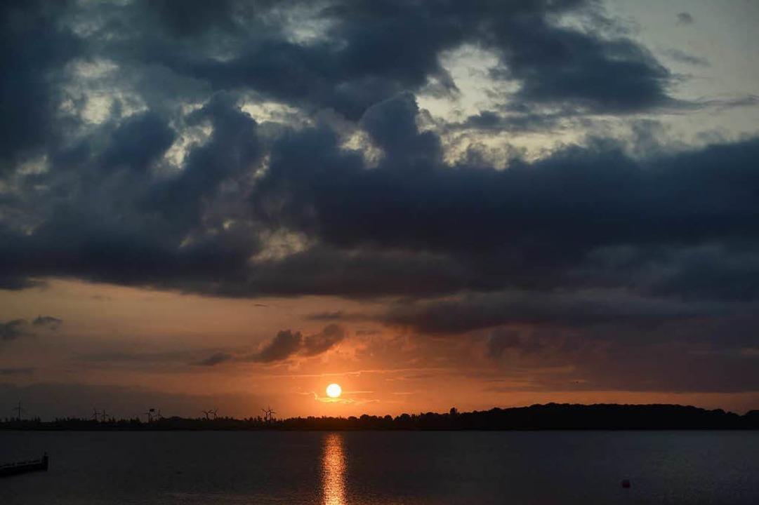 Sonnenaufgang an der Ostsee.  | Foto: dpa