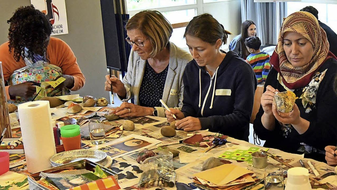 Beim Treffen können die Frauen malen und basteln.   | Foto: Wolfgang Künstle