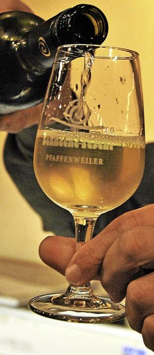 Groß war wiederum das Interesse an der...Wein ließ man sich gerne einschenken.     Foto: Ralph Fautz