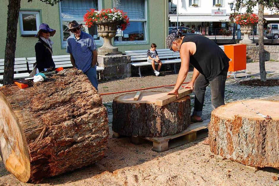 Viel zu sehen und zu erleben gab es in den letzten Tagen in St. Blasien rund um's Holzbildhauersymposium (Foto: Claudia Renk)
