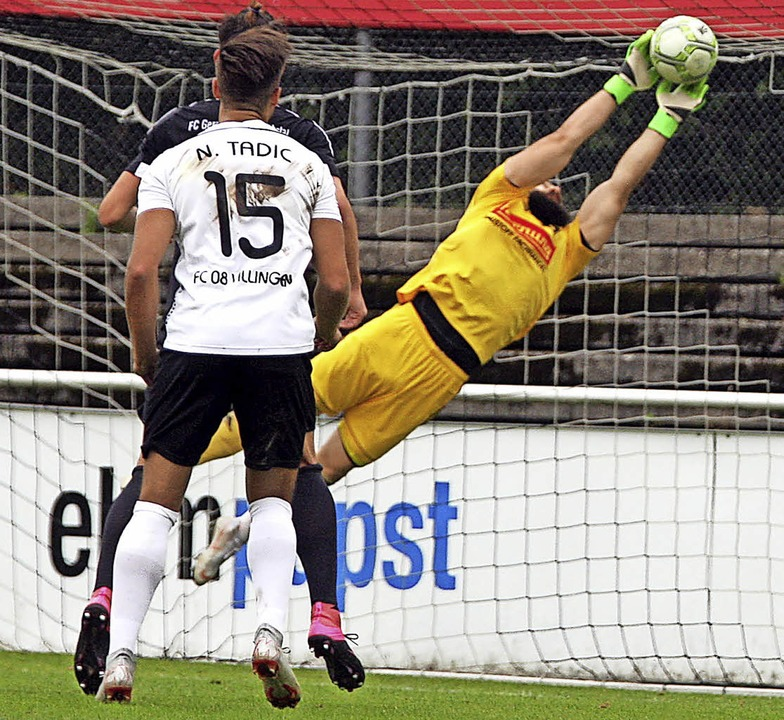 Friedrichstal Torhüter Patrick Haumann...r dreifache 08-Torschütze Nico Tadic.   | Foto: Reinhardt