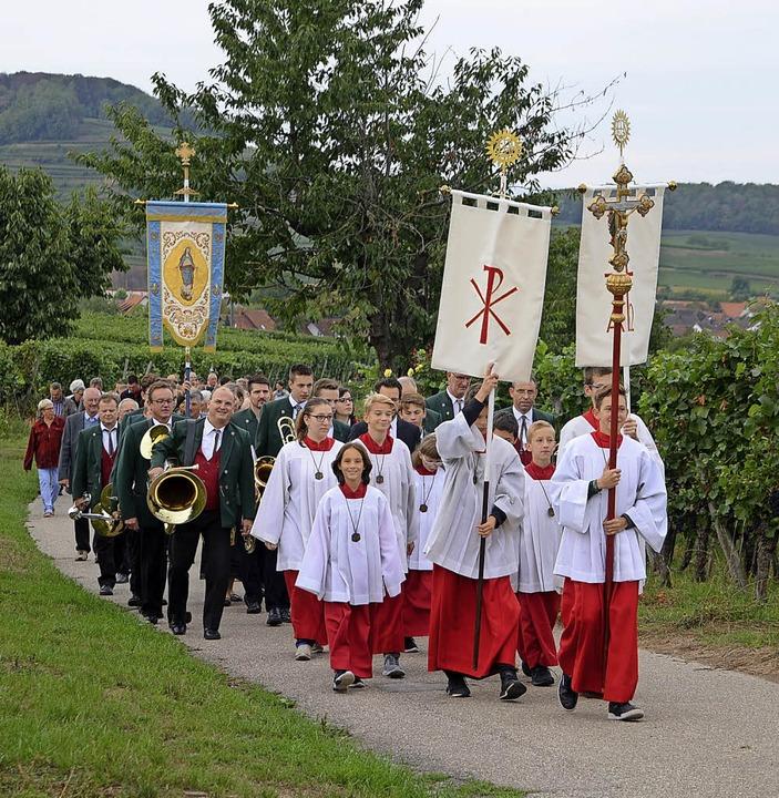Die Ministranten führten die Prozessio...on der Winzerkapelle und der Gemeinde.  | Foto: Roland Vitt
