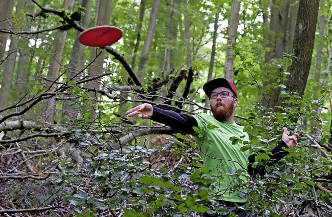Frisbees im Wald – in Heuweiler wurde Discgolf gespielt.   | Foto: S.Johnson