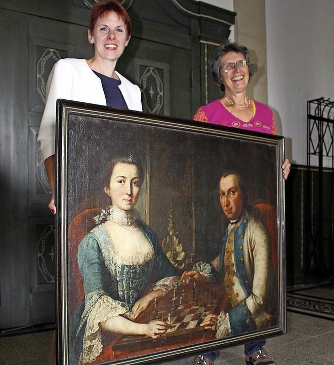 Große Freude bei Kulturamtschefin Kers... als (rechts) als Schenkung erhalten.   | Foto: Guy Simon