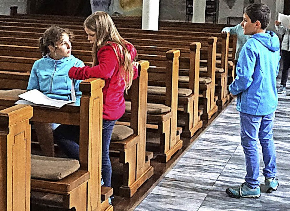 In der Kirche in Herrischried galt es, Fragen zu lösen.   | Foto: Sackmann