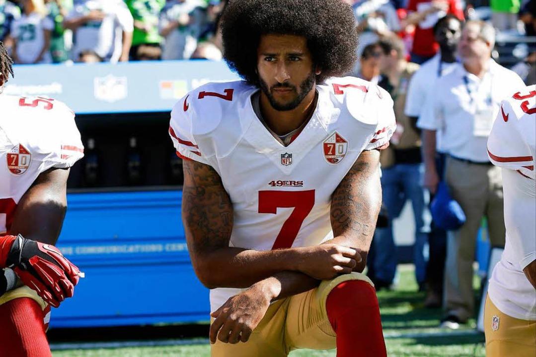 Knien bei der Hymne: Der Vater des Protestes, Colin Kaepernick   | Foto: dpa