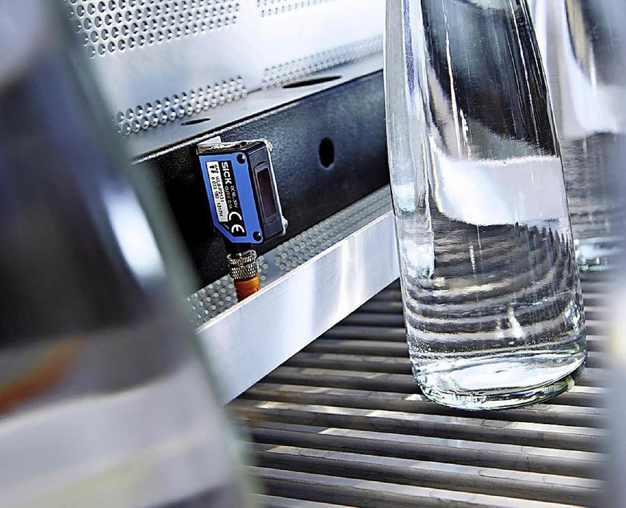 Sick-Sensortechnik aus Waldkirch finde... wie hier an einem Flaschenfließband.   | Foto: Sick AG
