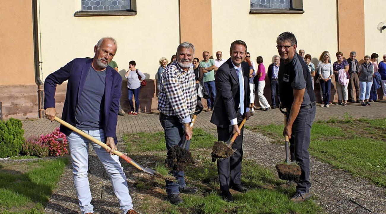 Es kann losgehen, denn am 11. November... und Steinmetz Werner Göhrig aus Lahr.    Foto: Adelbert Mutz