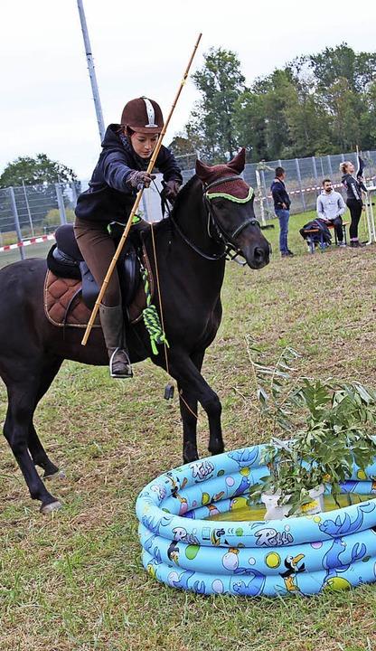 Bleibt das Pferd ruhig, während die Reiterin angelt?   | Foto: Mario Schöneberg