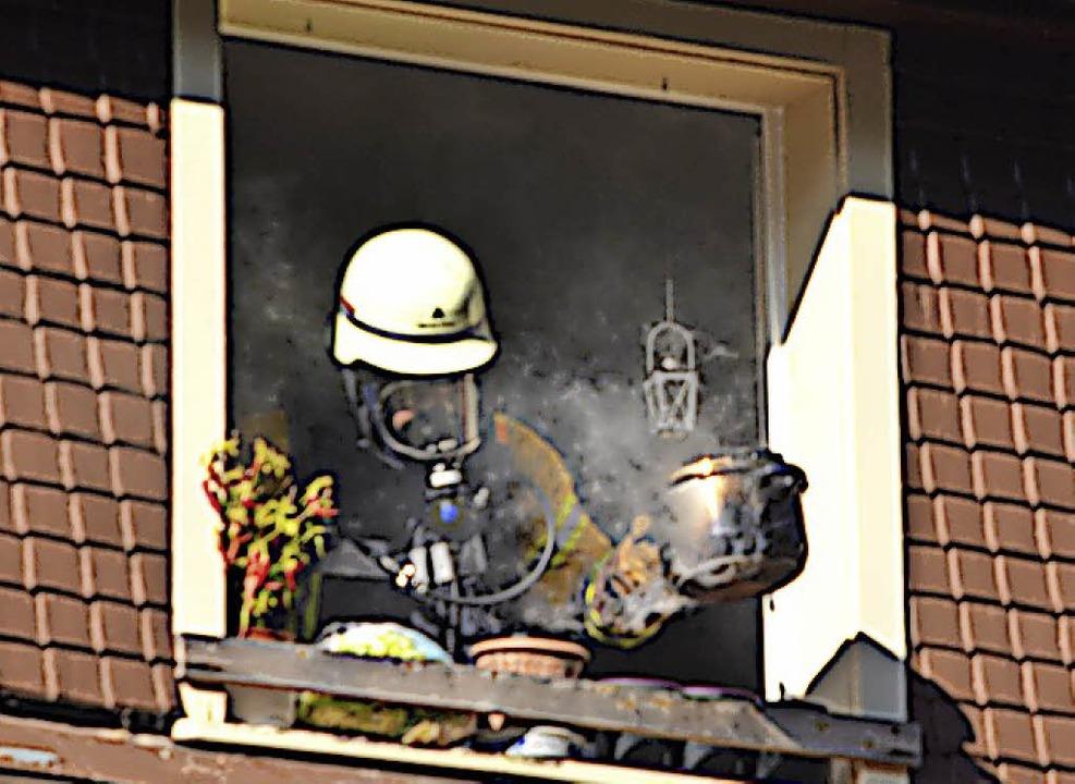 Die Feuerwehr hat die Quelle des Rauch...ntem Essen löste den Rauchmelder aus.   | Foto: Christiane Sahli
