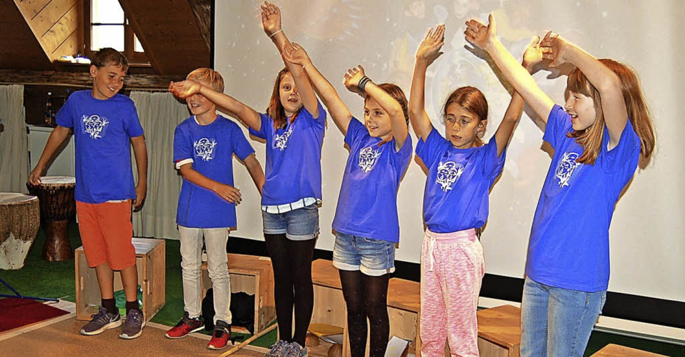 Die jungen Darsteller proben eifrig ihren Auftritt.   | Foto: Claudia Renk