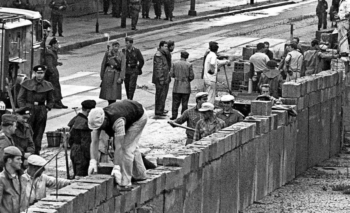 Im August 1961 baute eine Ostberliner ...he Mauer für vier Wochen zu errichten.  | Foto:  DPA Deutsche Presse-Agentur GmbH