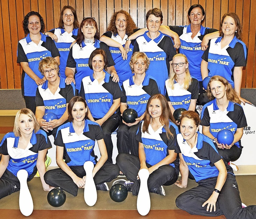 Blau-weiße Mischung: Die Bundesliga- u...inda Lang. Es fehlt Ann-Kathrin Walz.   | Foto: privat