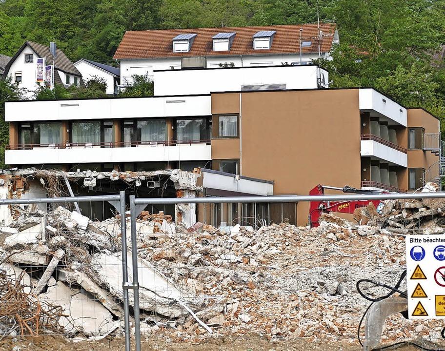 Abrissarbeiten ehemalige Reha-Klinik St. Marien Bad Bellingen  | Foto: Michael Behrendt