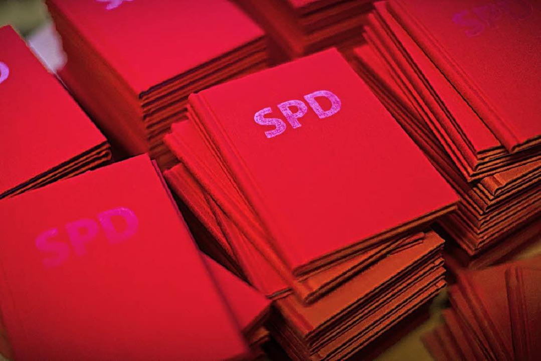 Ihr Parteibuch behalten die Genossen auch nach der Fusion mit Kippenheim.   | Foto: dpa