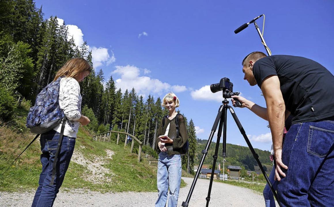 Die Filmcrew beim Dreh an der Schanze.   | Foto: Wendelin Schnitzler