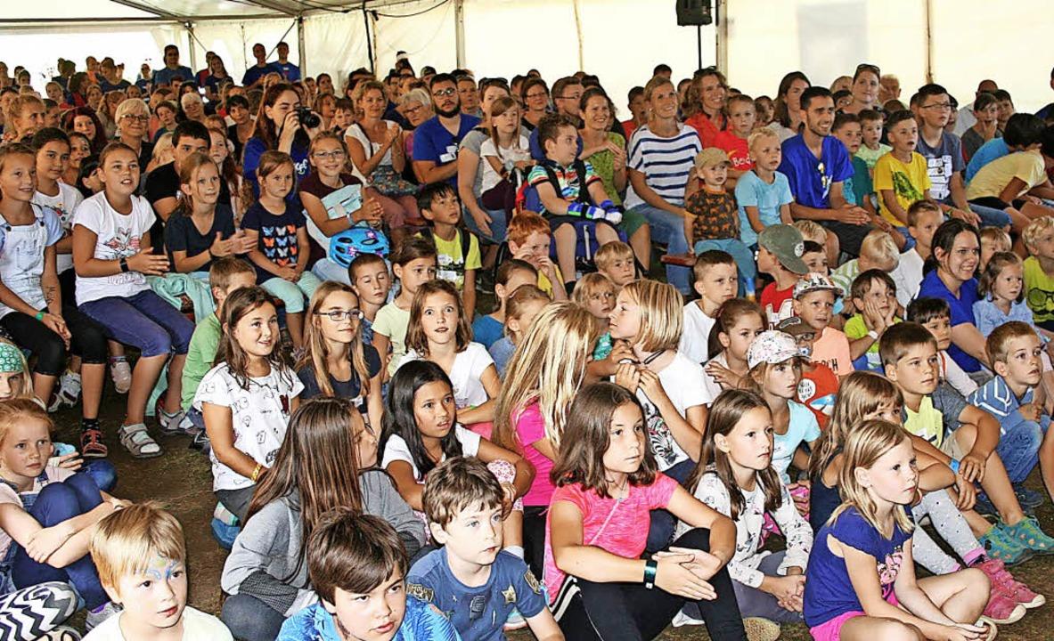 Um die 400 Kinder nahmen jeden Vormitt...ungen und Mädchen am Freitag Präsenz.   | Foto: Lacher/Bergmann