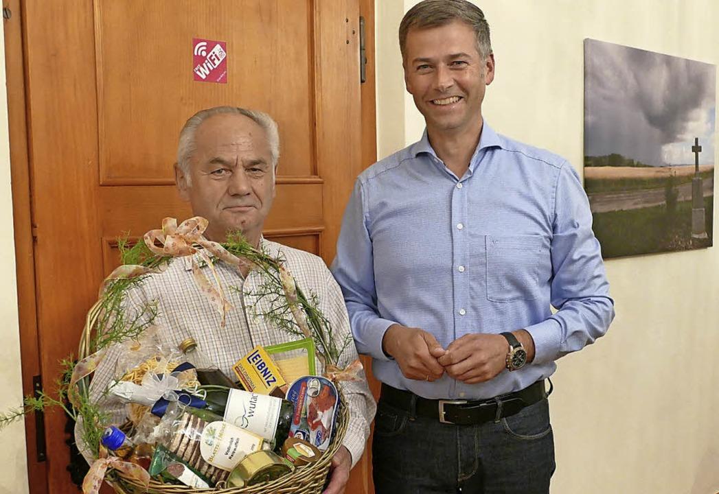 Jahrelang hat Siegfried Burger (links)...Mauch in den Ruhestand verabschiedet.   | Foto: Juliane Kühnemund
