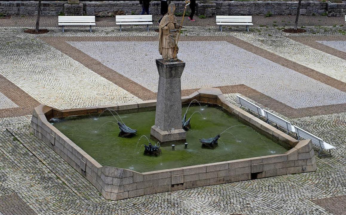 <ppp></ppp> und nur von Ferne noch sta...iusstatue im Brunnen auf dem Domplatz.    Foto: Thomas Mutter