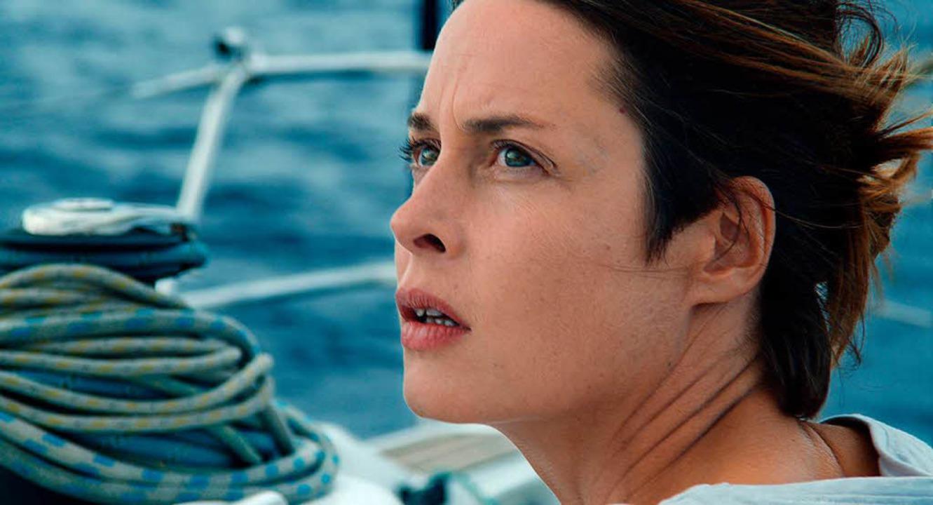 Die Bootsflüchtlinge sterben, und auße...n: Susanne Wolff als Atlantikseglerin   | Foto: zorro