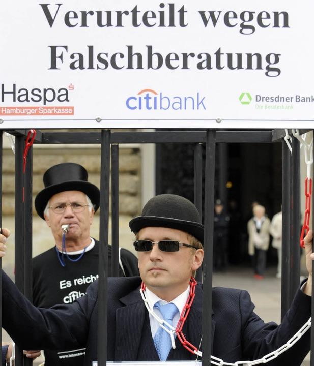 Proteste von Lehman-Opfern 2009 in Hamburg  | Foto:  dpa