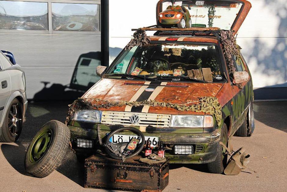 Wie bekommt man so ein Auto sauber? Bei der Gewerbeschau konnte man sich auch darüber informieren. (Foto: Monika Weber)