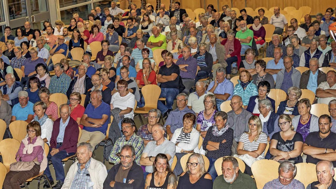 Gut gefüllt war die Schwarzwaldhalle b...r öffentlichen Kandidatenvorstellung.   | Foto: Wilfried Dieckmann