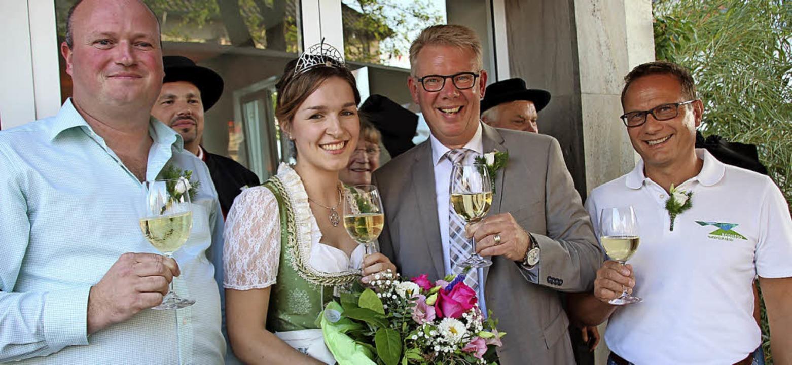 Organisator Clemens Zeissler, Weinprin... Frick (Bodnegg) bei der Festeröffnung  | Foto: Mario Schöneberg