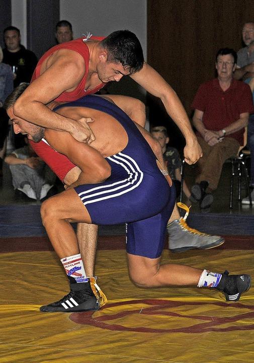 Der Lahrer  Patrick Allgeier (rot) unt...se gegen  Jano Sepeczan nach Punkten.   | Foto:  Pressebüro Schaller