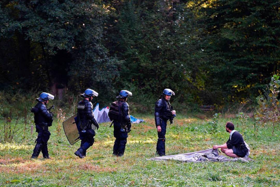 Polizei räumt Protestcamp von Autobahn-Gegnern im Elsass  | Foto: AFP