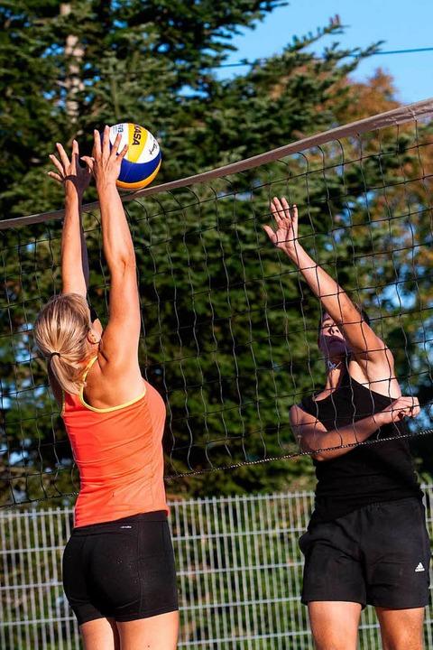 Packende Spiele bei bestem Strandwette...m 2. Beachvolleyball-Turnier zu sehen.  | Foto: Wolfgang Scheu