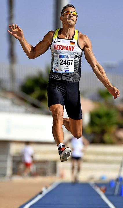 Matthias Laube beim Sprung unter spanischer Sonne.   | Foto:  Privat