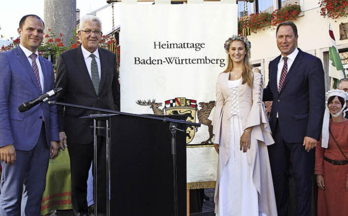 Im Beisein von Ministerpräsident Winfr...ner Mops zum Landesfestumzug gekommen.  | Foto: Fotos: Sredniawa/Fleig