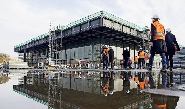 Baustelle bis 2020: Die Neue Nationalgalerie wird derzeit saniert.  | Foto: dpa