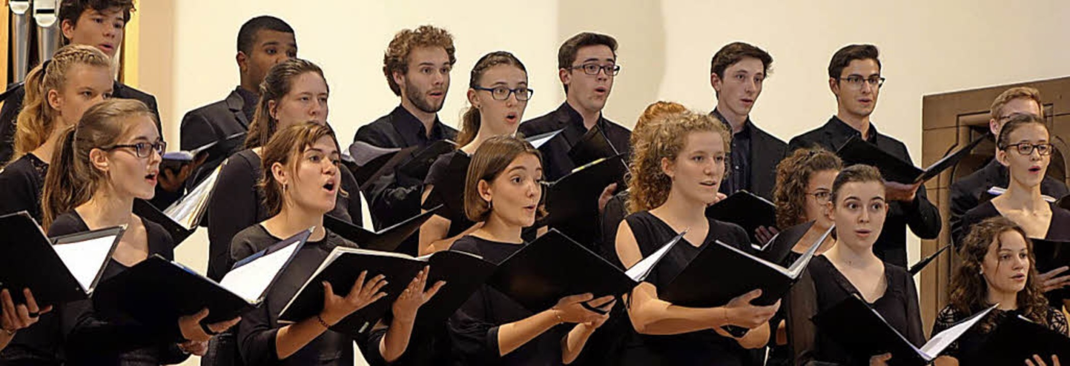 Die jugendlichen Sängerinnen und Sänge...en sind zwischen 16 und 22 Jahre alt.   | Foto: RoSwitha Frey
