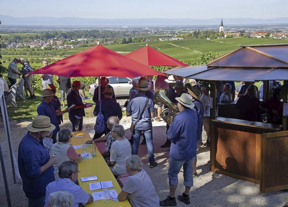 Weingenuss und eine Aussicht auf eine ...d Genuss-Tour am Castellberg zusammen.  | Foto: Volker Münch