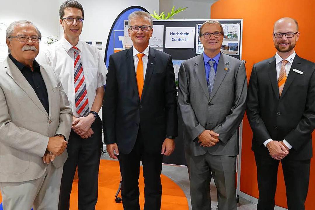Fünf Männer blicken voraus auf den Umz..., Klaus Eberhardt und Christian Frank.  | Foto: Ralf H. Dorweiler