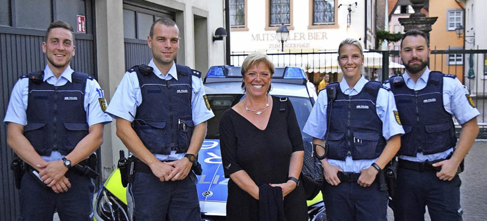 Sabine Wölfle (Mitte) begleitete eine Nachtschicht der Polizei Waldkirch.   | Foto: ZVG