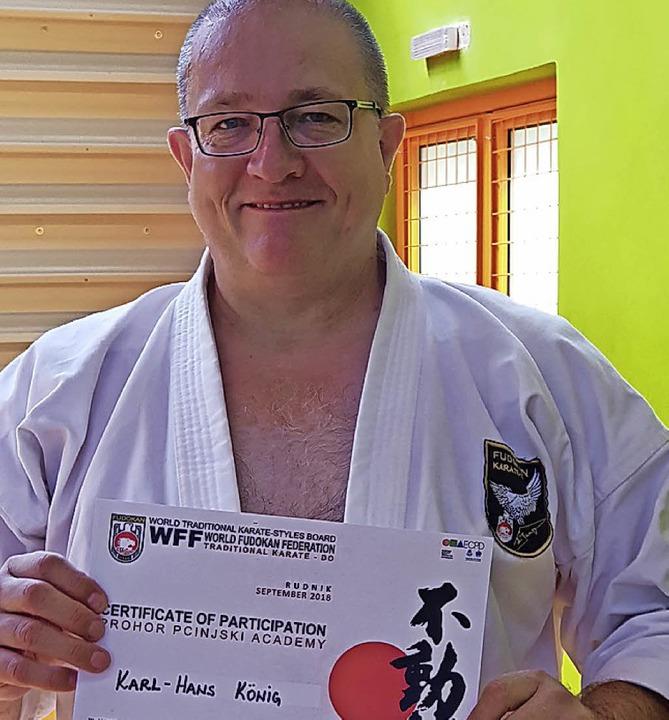 <BZ-FotoAnlauf>Karate in Tunsel:</BZ-F...auf> Karl-Hans König mit Auszeichnung   | Foto: privat