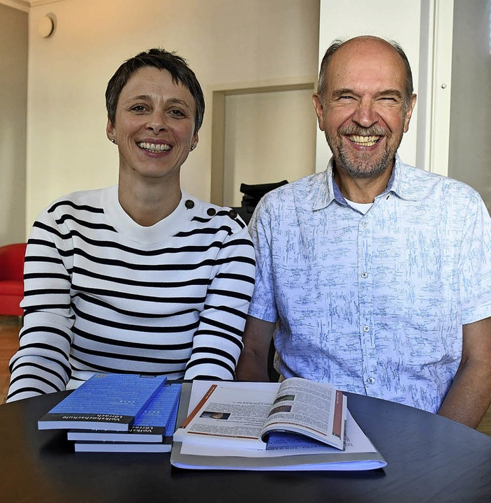 "Claudia Gabler und Axel Rulf freuen si...nen Titel ""ars poetica"".    | Foto: B. Ruda"