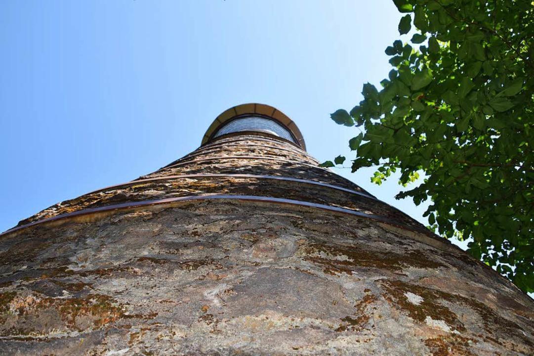 Am Fuß des 30 Meter hohen Turms  | Foto: Stefan Ammann