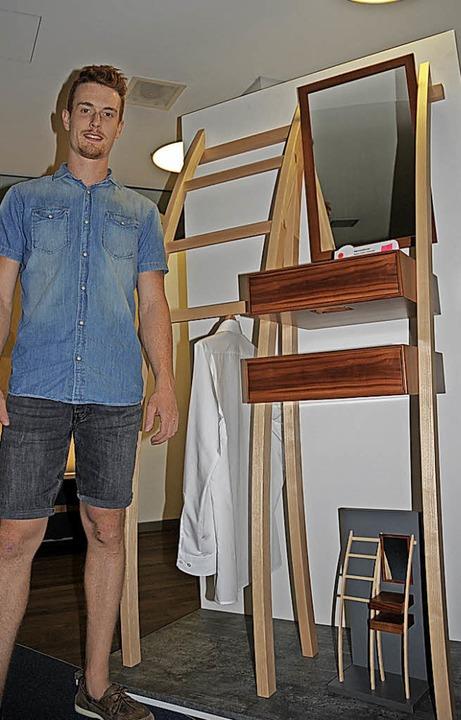 Kammersieger Patrick Hofmann mit seiner Garderobe  | Foto: Regine Ounas-Kräusel