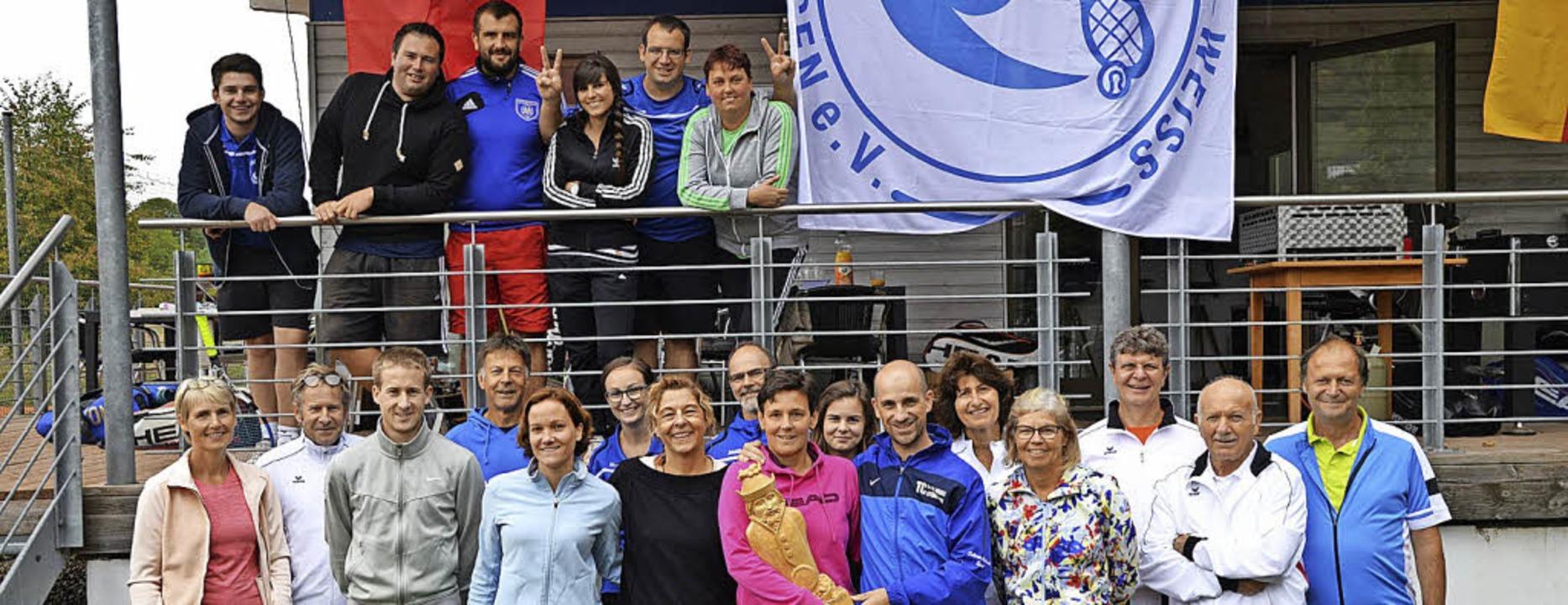 Vorsitzender Andy Appruzese (vorne, Vi...landturnier ein großes Teilnehmerfeld.  | Foto: Tennisclub Stühlingen