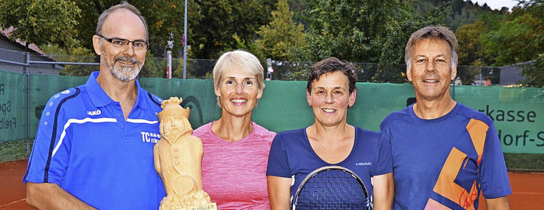 Thomas Thomann und Stefanie Schüle aus...ier aus Schleitheim durch (von links).  | Foto: Tennisclub Stühlingen