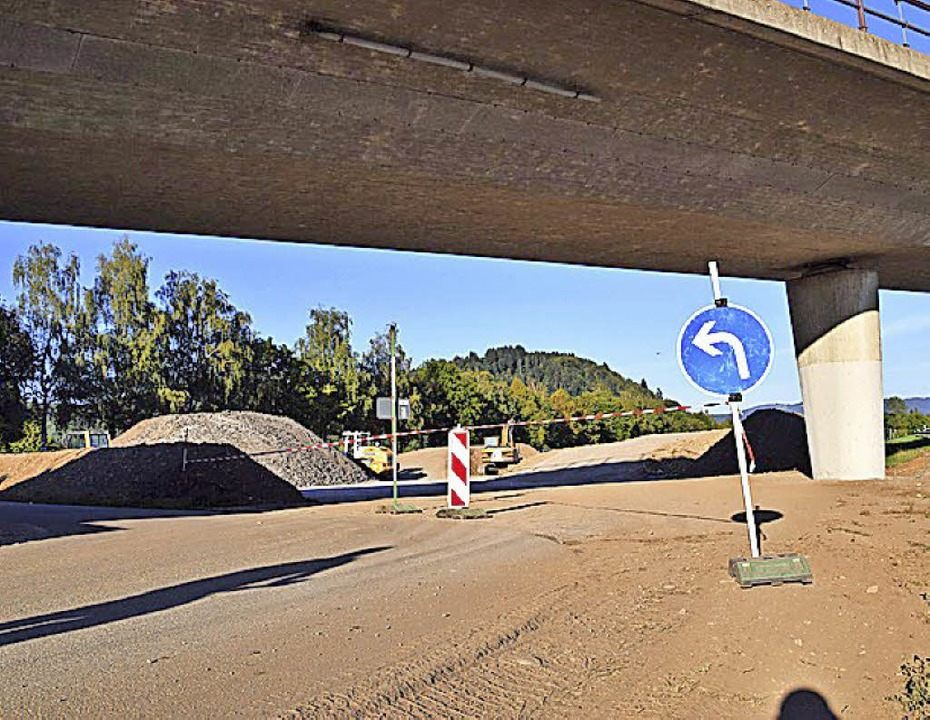 Im Zwischenlager bei der Bundesstraße ...hub vom Neubau der Firma E+H gelagert.    Foto: Stefan Ammann